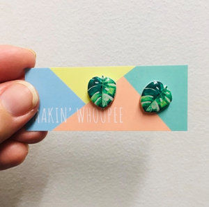 MAKIN' WHOOPEE - Small Leaf stud earrings