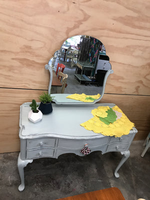 Dresser Drawers with Mirror