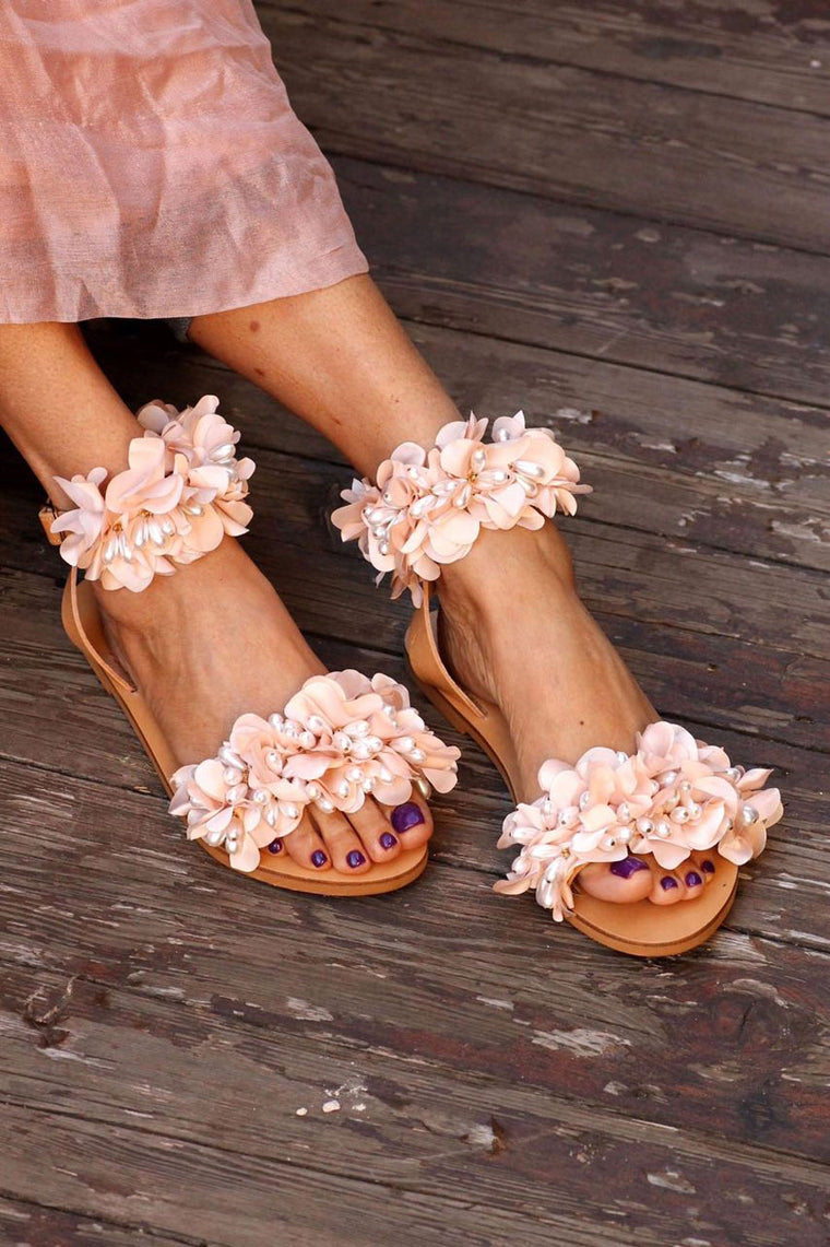 Flower embellished leather sandals - SELFIE STORE BARCELONA, SL