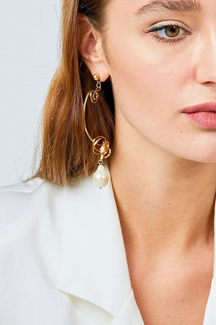 Gold-plated mono earring with baroque pearl - Jewelry - LESYANEBO - SELFIE STORE BARCELONA S.C.P.