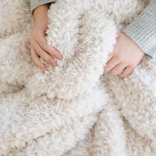 Load image into Gallery viewer, luxe faux fur throw