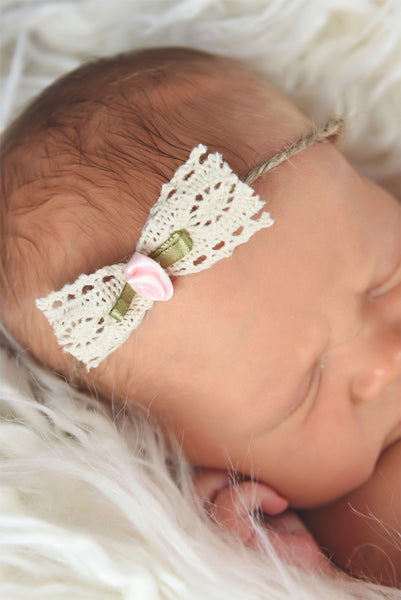 Newborn baby girl tieback - lace bow with light pink flower
