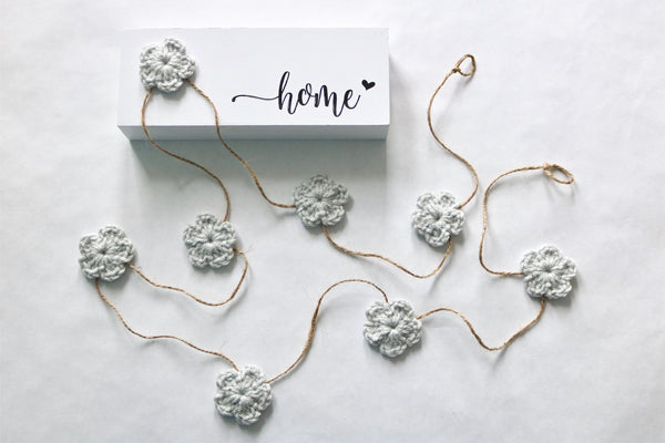 Pale gray Spring & Easter flower farmhouse garland