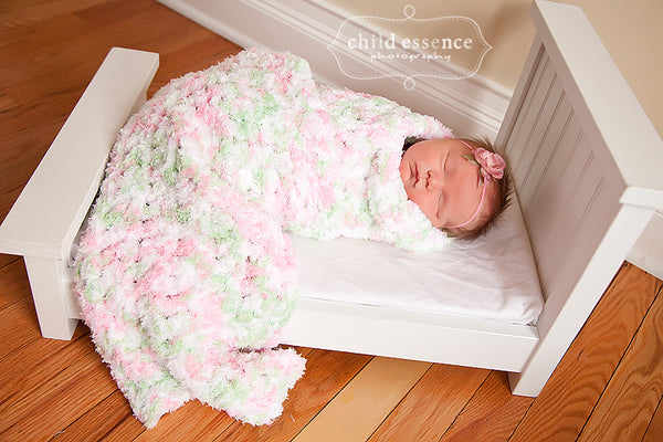 "33"" x 33"" Pink, Mint Green, & White 