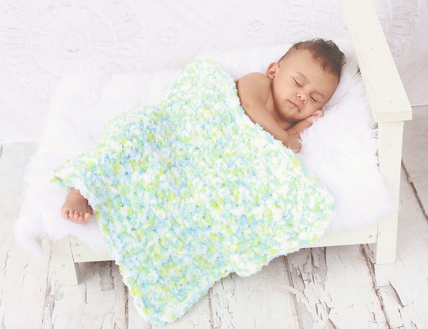 "17"" x 17"" Aqua Blue, Lime Green, & White 