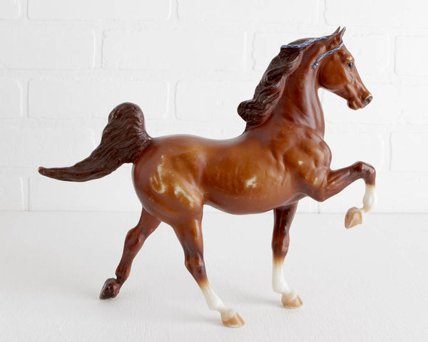 Breyer Kentucky Saddlebred in Red Chestnut with Blue Ribbons #862 at Lobster Bisque Vintage