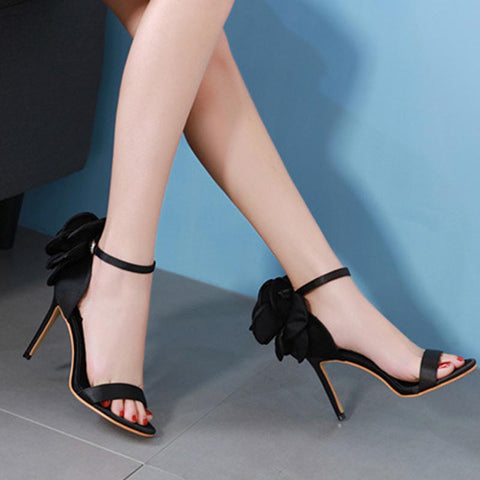 Open toe ankle-strap sandals with flower