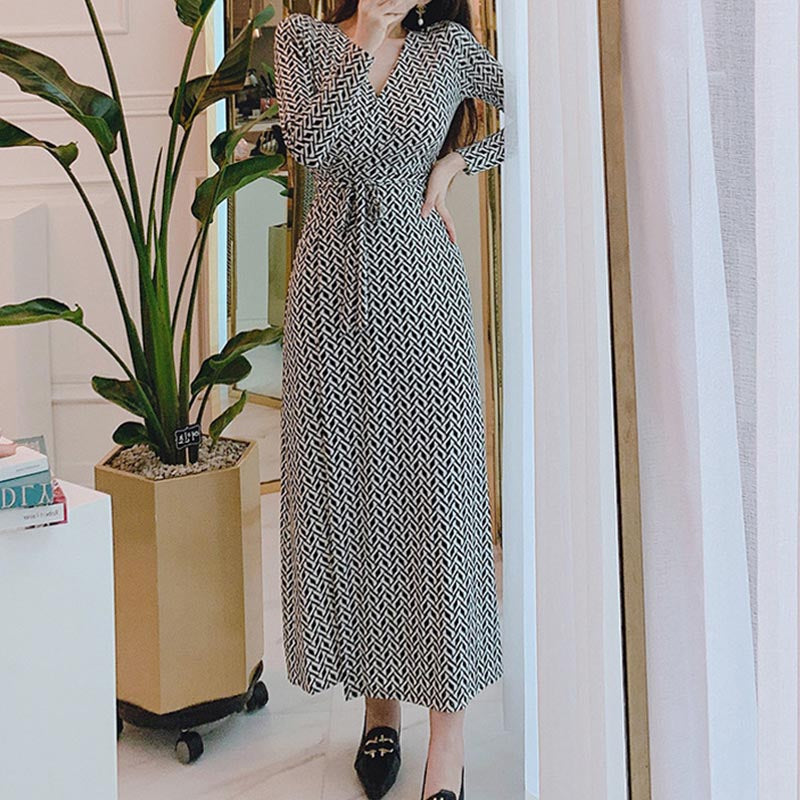V-neck geometric print maxi dresses