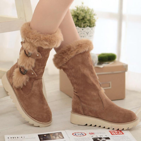 Pin-buckle straps fastening fur suede snow boots