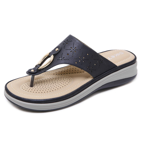 Openwork wedge beach slippers