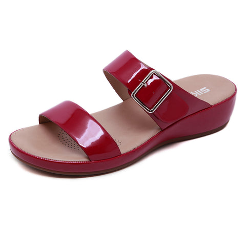 Pin-buckle straps fastening slippers