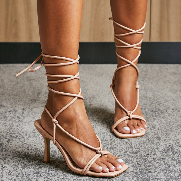 Square toe ankle-strap fastening sandals