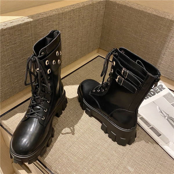 Platform lace-up rounded toe boots