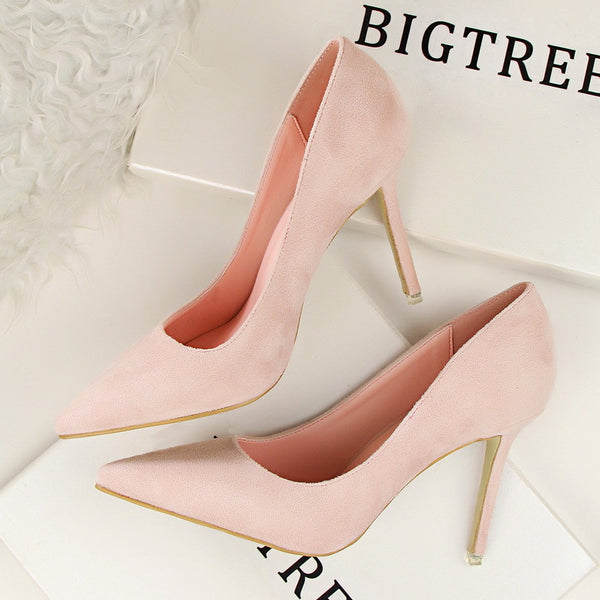 Pointed toe low-fronted heels