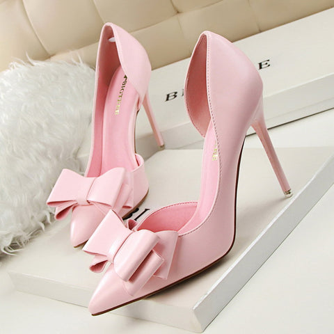 Pointed toe low-fronted bowknot heels