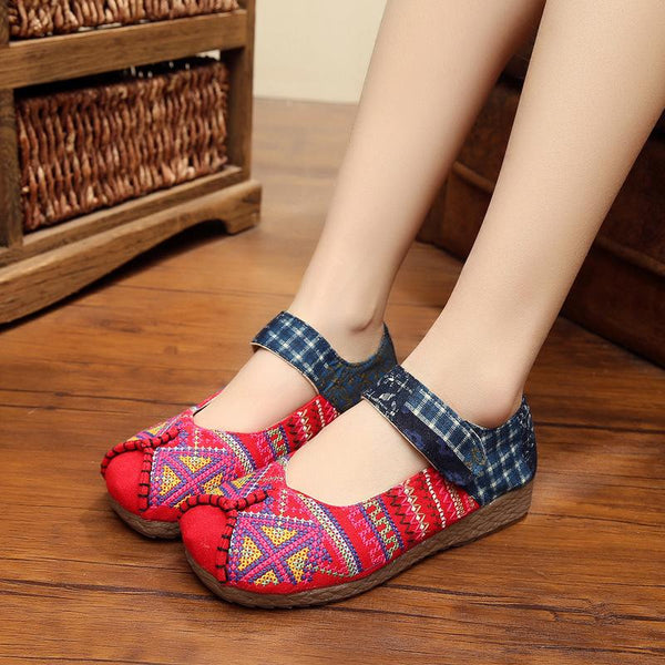 Square toe embroidered flat shoes