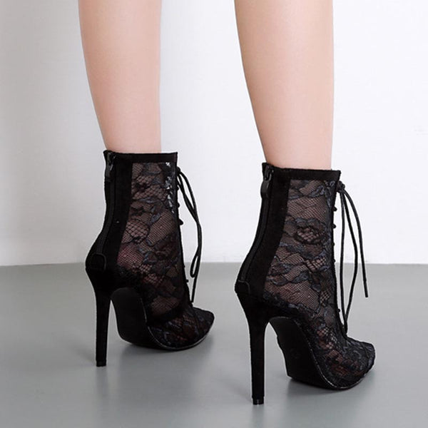 Pointed toe lace tied boots