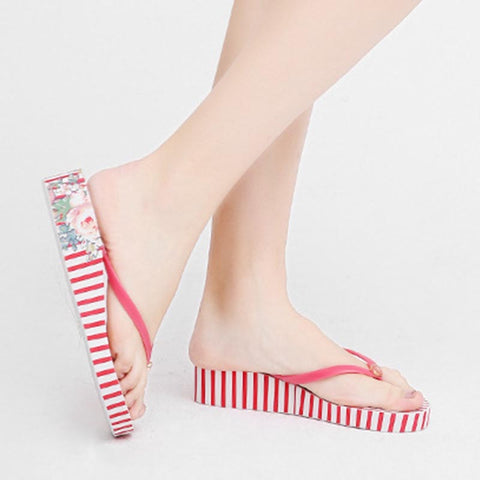 Thong striped print platform slippers