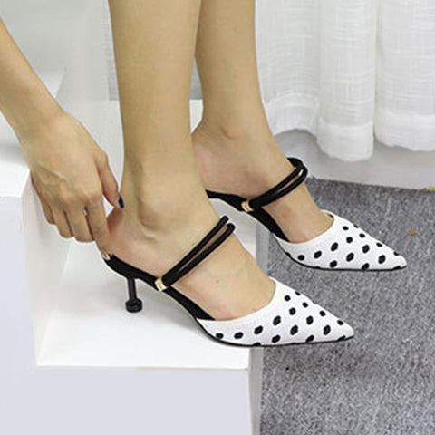 Pointed toe dot slippers
