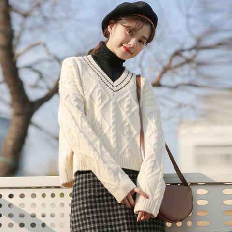 V-neck loose cable-knit sweaters