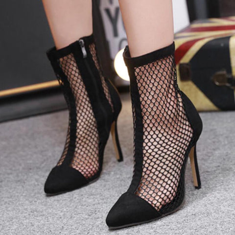 Pointed toe openwork black boots