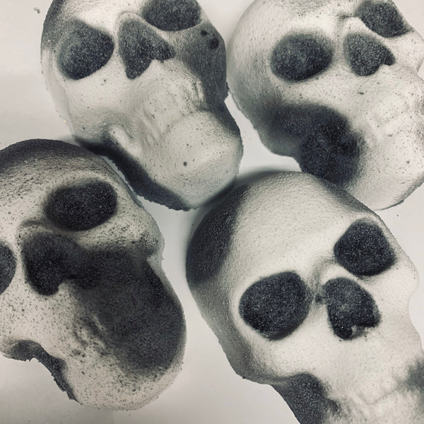 Skull bath bomb in Dragon's blood bleeds red