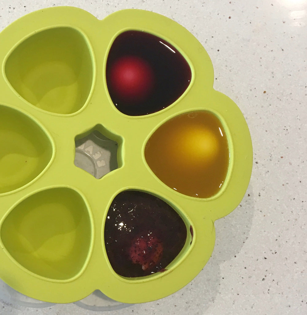 Dyeing Boiled Eggs in the Babypote