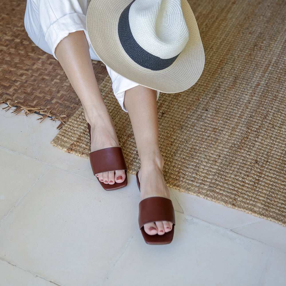 Fran Single Strap Mules (Cocoa)
