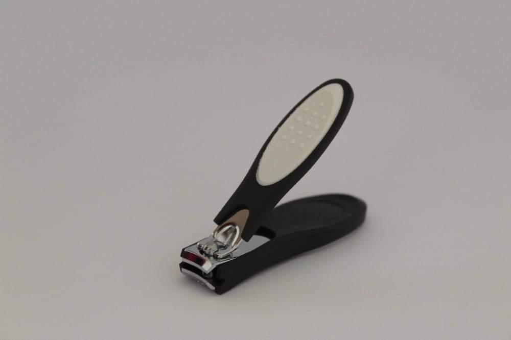 Pretty Lady Large Nail Clipper With Black Silicone Cover