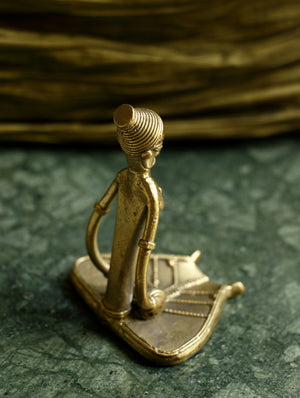 Dhokra Craft Curio - Dholak lady - The India Craft House