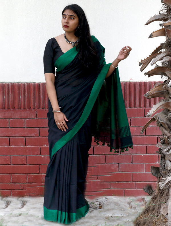 Soft Bengal Cotton Saree With Contrast Pallu - Green & Black - The India Craft House