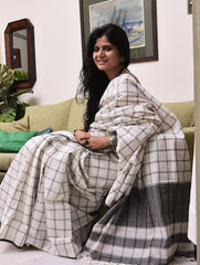 Striking Appeal. Handloom Khadi Cotton Bengal Checked Saree (With Blouse Piece)