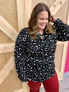 Curvy Girl (Plus Size) Black Spotted Top
