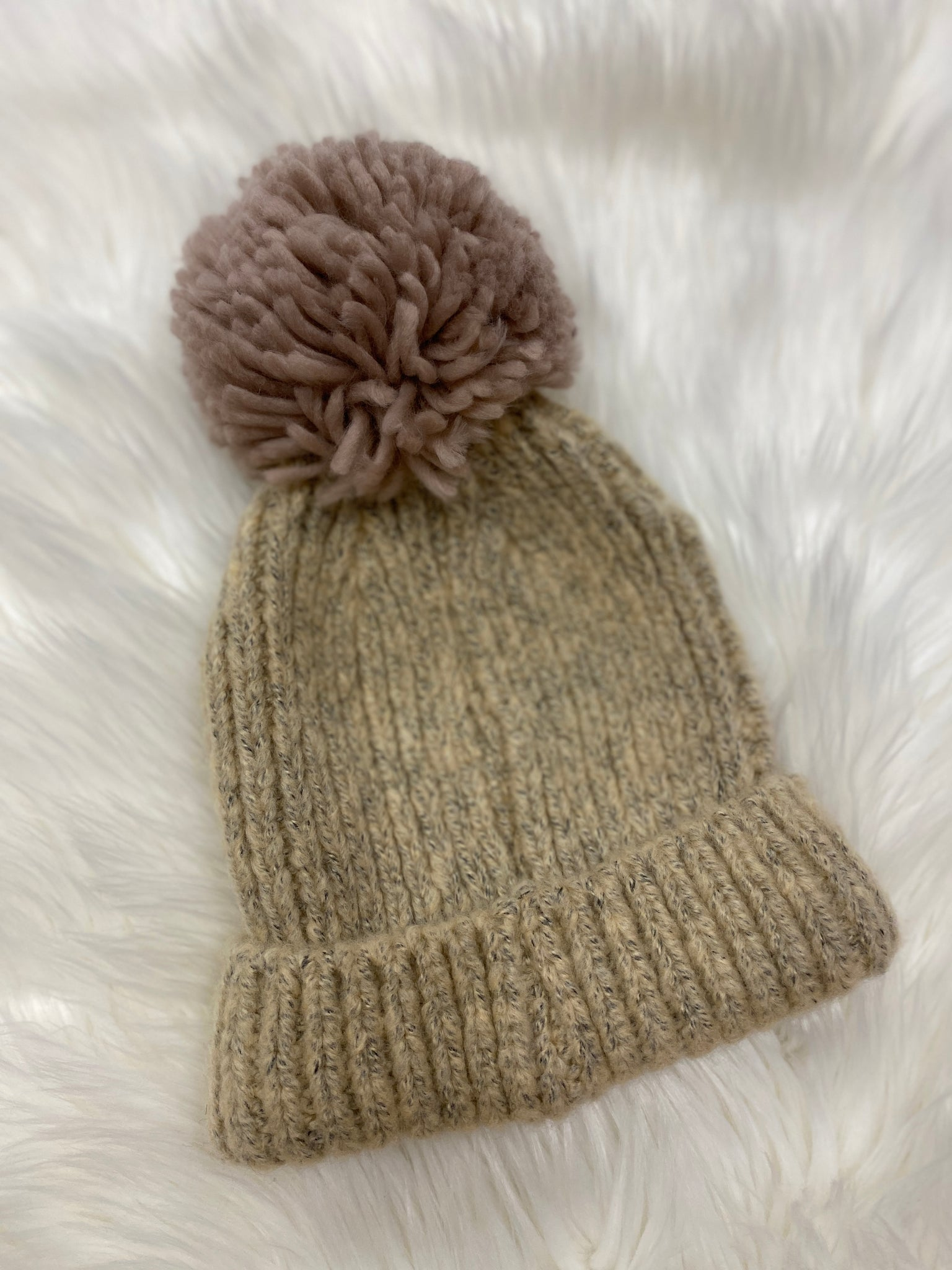 Oatmeal beanie with mauve Pom