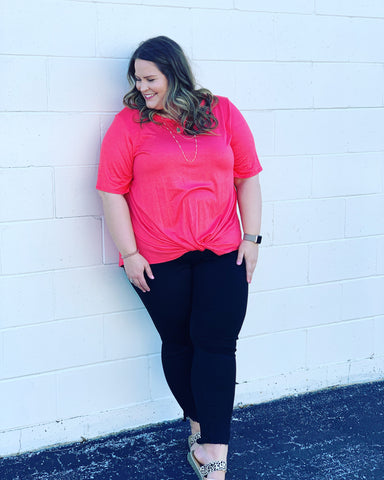 Curvy girl (Plus size) Coral Twisted Top