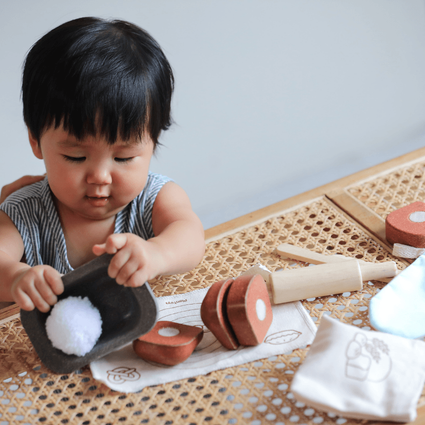 Plan Toys bread loaf set child playing with set