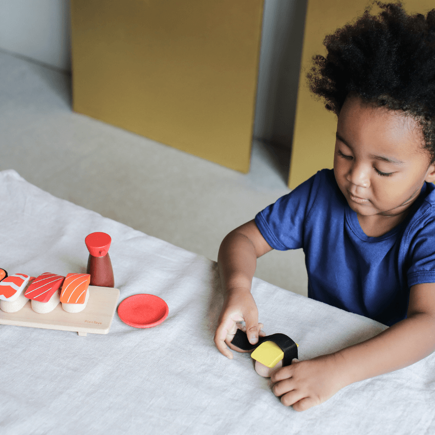 Plan Toys sushi set child playing wrapping tomago with seaweed paper