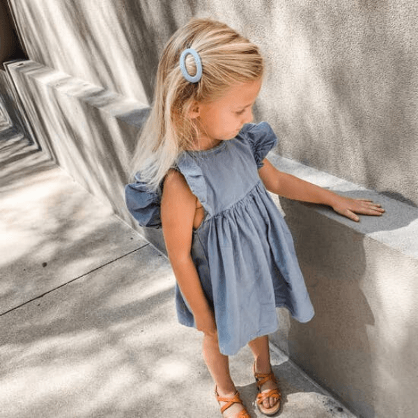 little girl wearing miminoo oval barrette