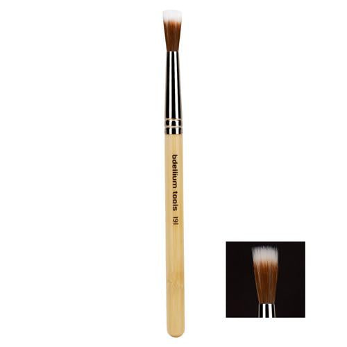 This small stipple brush is like the medium and large stipple brush in the FX Line, but is designed for very small areas, such as ears nose, and eye areas. Bdellium Tools SFX series brushes are professional, eco-friendly makeup brushes built to handle strong dyes and makeup products and create stunning special effects looks. The bristles and brush adhesives are specially formulated to withstand most solvents and brush cleaning solutions.