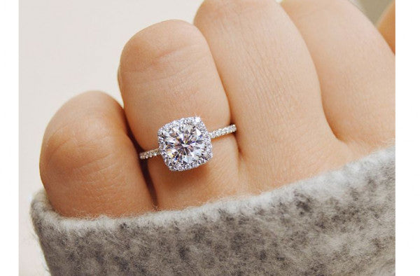 How to Find out Her Ring Size: 5 Discreet Ways
