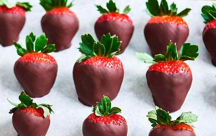 RECIPE! The secret to making Chocolate Dipped strawberries at home. Read to see the special ingredient!!!, and NO, the special ingredient is not love, lol...