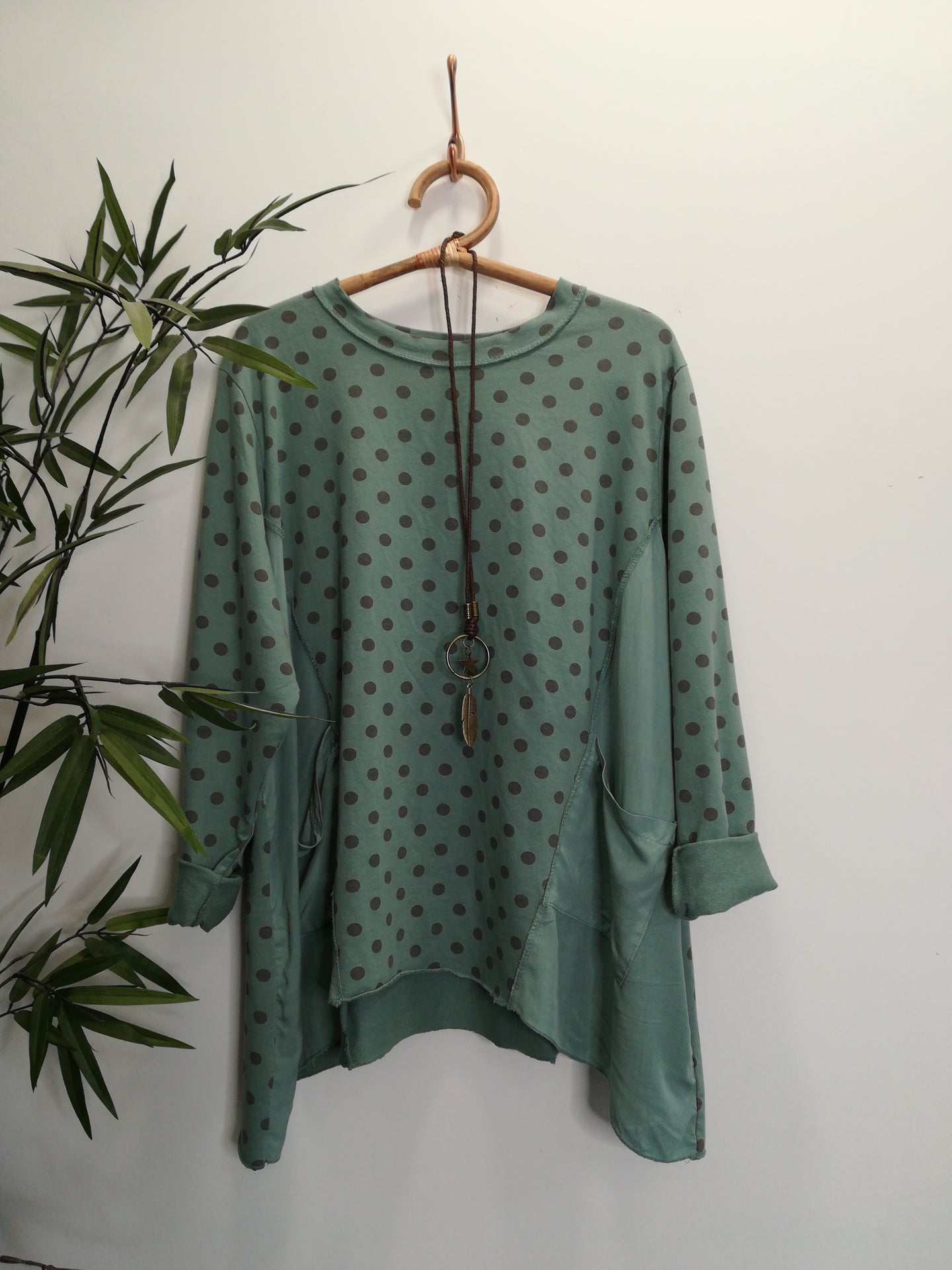 Sara Spotty Sweat Top & Necklace In Sage