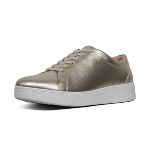 FitFlop Rally Metallic Leather Sneakers - Platino
