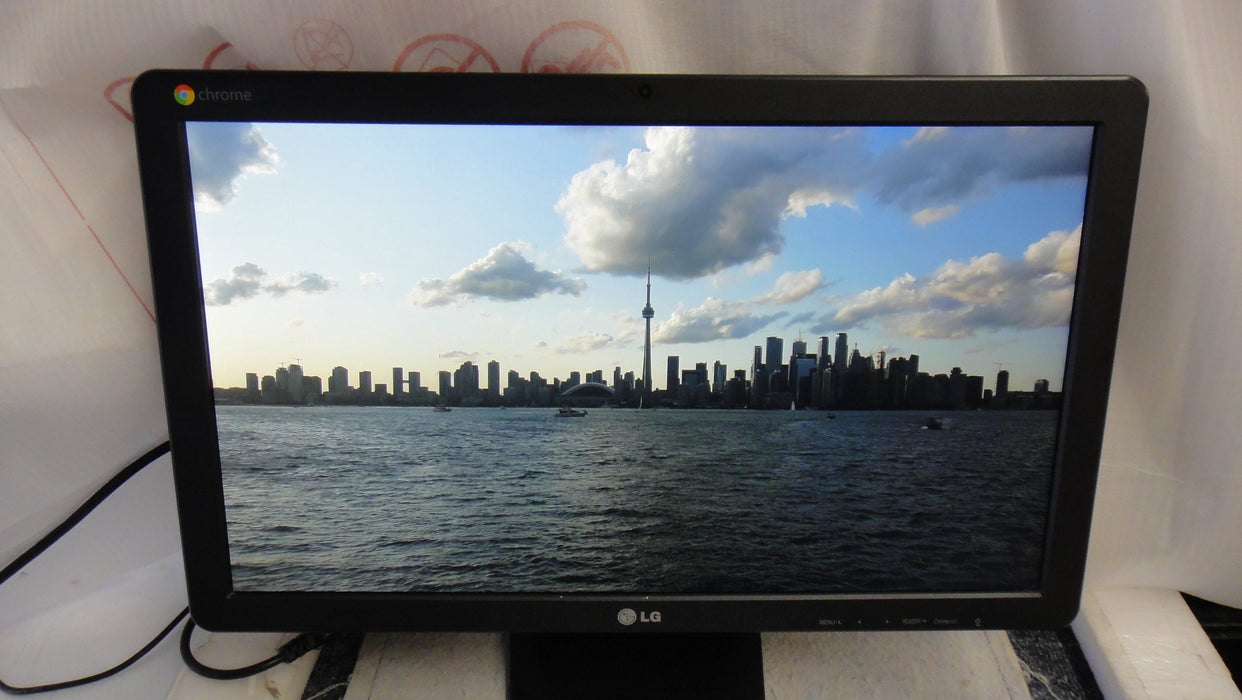 LG 22CV241-B 22'' IPS LED Chromebase (21.5'' Diagonal) Full HD LED monitor. HDMI, USB, 60 Hz _Used