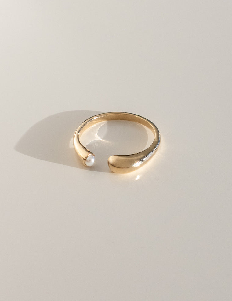 Eos Pearl Ring in Gold