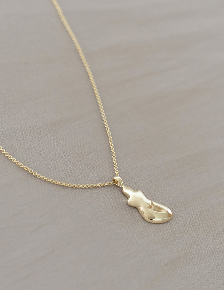 Petite Form necklace in Gold