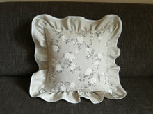 Decorative pillow case beige with white flowers 45x45cm