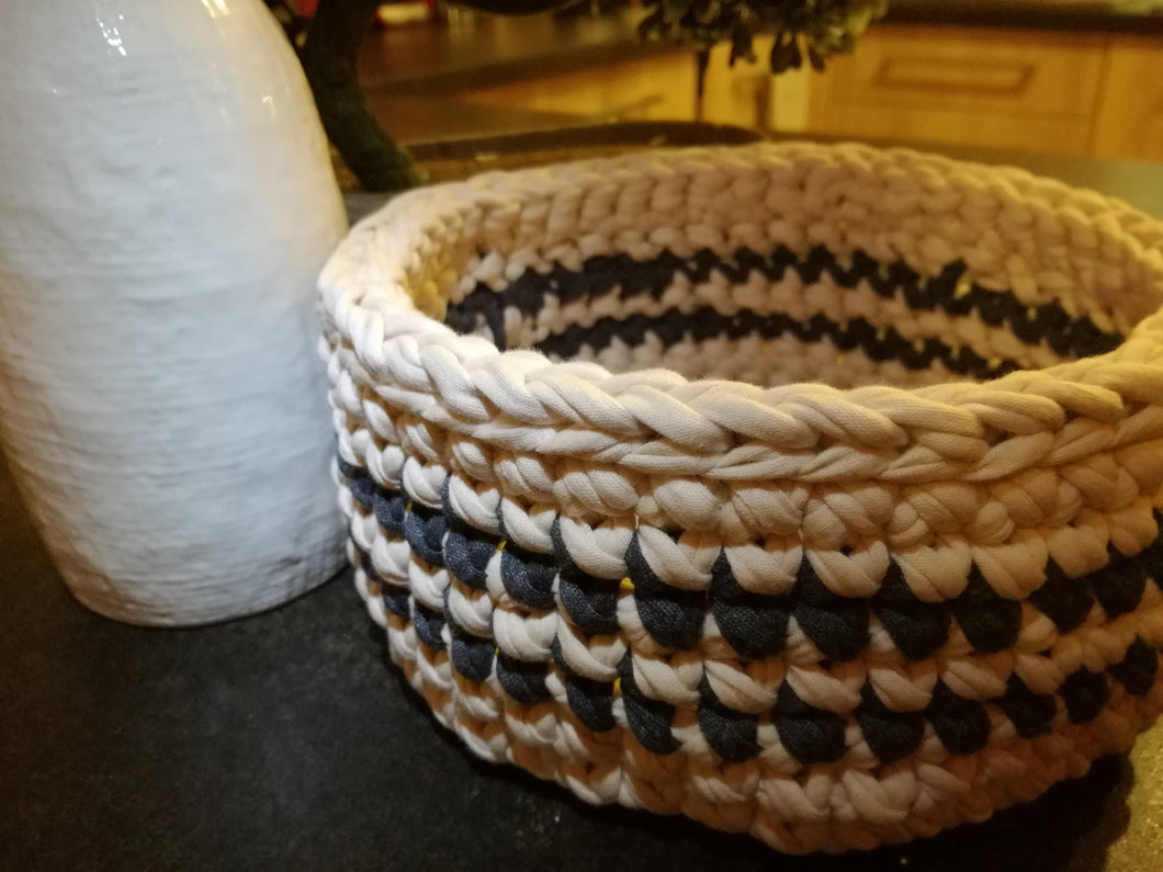 Crochet basket round made out of T-shirt yarn