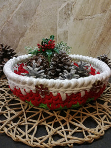 Christmas crochet basket wide&round made out of T-shirt yarn