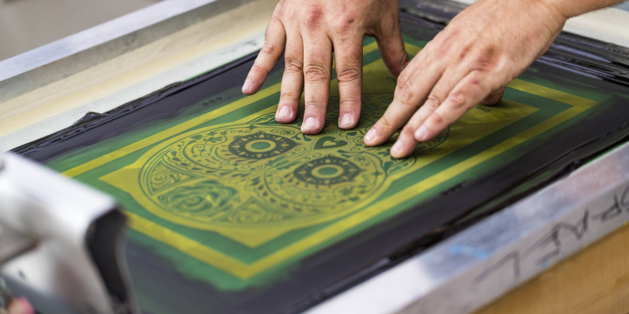 learn how to screen print your own custom t shirts